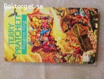 15990 - Terry Pratchett - Magins Färg
